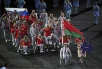 Паралимпийн нээлтэд Беларусын тамирчид ОХУ-ын далбааг барьж жагсав