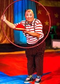 Циркийн гурван жүжигчин ослоор амиа алджээ