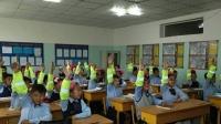 1000 сурагчид цацруулагчтай ханцуйвч бэлэглэв