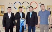 Олимпийн хороонд ажиллахаар болсон Э.Бадар-Ууганд боксынхон хүндэтгэл үзүүлжээ