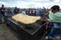 Крымд дэлхийн хамгийн том хуушуурыг хийжээ