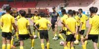 """""""Боруссия Дортмунд"""" багийн мэргэжилтнүүд өсвөрийн хөлбөмбөгчдөд сургалт хийж байна"""
