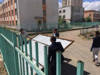 29 дүгээр сургуулийн хашаанд барьсан барилгын хашааг буулгалаа