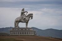 Нураах ёстой зургаан байгууламжийн нэгд Чингис хааны морьт хөшөө багтжээ