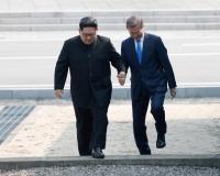 ФОТО: Хоёр Солонгосын удирдагчдын түүхэн уулзалт
