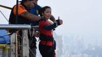 ВИДЕО: Хөдөлмөрийн баатар Д.Сумъяа 233 метрээс чөлөөт уналт хийв