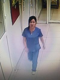 Сувилагчийн хувцас өмссөн эмэгтэй эмнэлгүүдээр явж хулгай хийжээ
