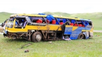 Завханаас гарсан автобус Эмээлтийн цаана осолджээ