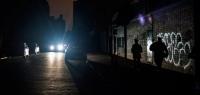Хотын гудамжаар холын гэрлээ асааж явдаг жолооч нарт хариуцлага тооцъё