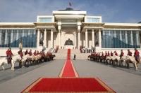 Их эзэн Чингис хааны хөшөөнд хүндэтгэл үзүүллээ