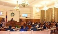 Ж.Батзандан: Парламентыг намууд биш бүлэглэл удирдаж байна