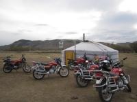 Мотоциклийн ослоор хоёр хүн амиа алджээ
