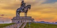 """Монгол Улсын Ерөнхийлөгч ардчиллынхаа """"сорилт"""" нь болж байна"""