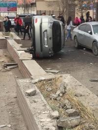 """""""Сити"""" их сургуулийн урд зам тээврийн ноцтой осол гарчээ"""