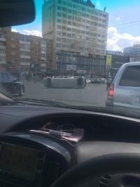 Зорчигч тээвэрлэж явсан микро автобус онхолджээ