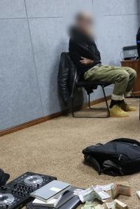 Монголд багшлахаар ирсэн гадаад иргэнийг хар тамхины хэргээр саатуулав