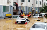 Солонгосын Тэжон хотод үер бууж, 55 машин живжээ