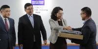 Эхний ээлжийн 3287 багшид олгох зөөврийн компьютерийг  орон нутагт хүлээлгэн өглөө