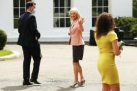 Гэр бүлийн драмын улмаас Трампын зөвлөх ажлаасаа гаржээ