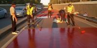 Дөрвөн уулзвар, автобусны 16 буудалд халтиргаанаас сэргийлэх хучилт хийж байна